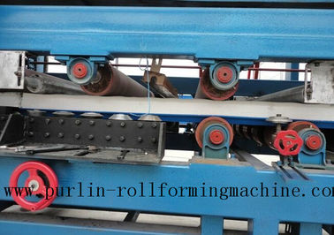 चीन Colored Steel PU Sandwich Panel Production Line , Roof Panel Roll Forming Machine फैक्टरी